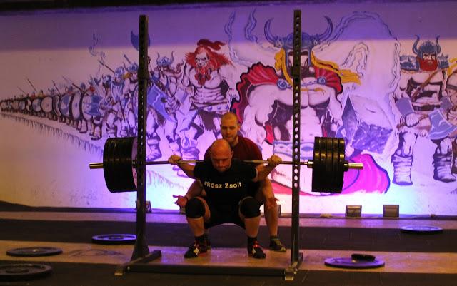 erőemelés, edzés, guggolás, egészséges életmód