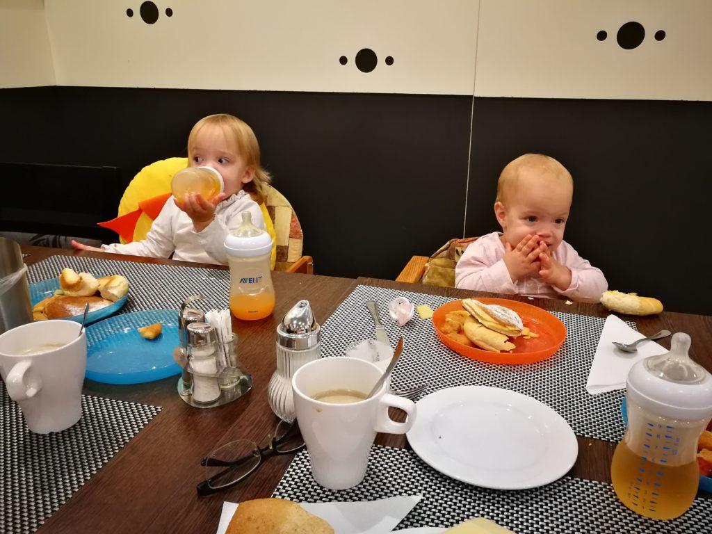 Svédasztalos reggeli és vacsora